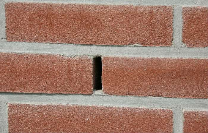 weep hole in brick